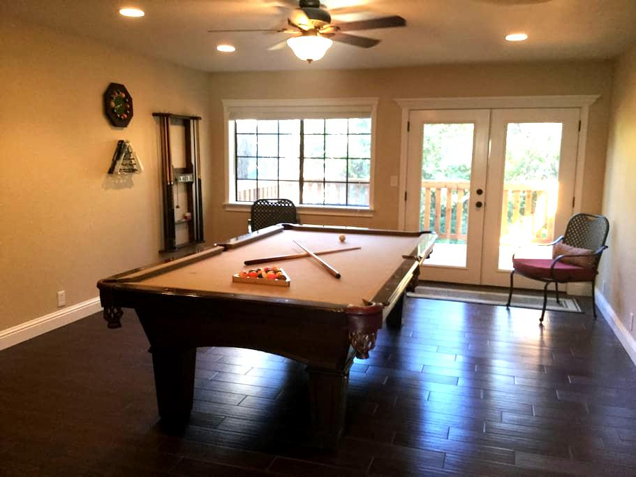 Brand new remodel, Pool Table Too! - Redding - Other