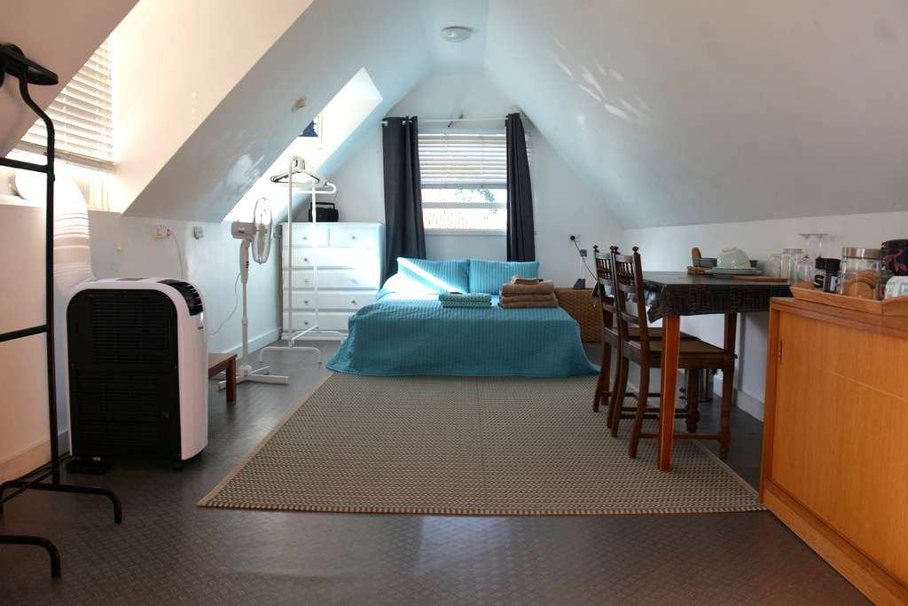 Bondi studio, separate bathroom & pool - Bondi Junction - Loft
