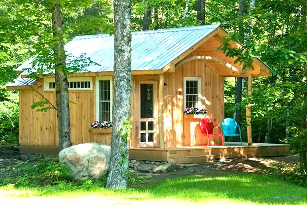 Custom cabin by the river in VT - Newfane