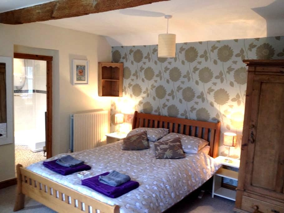 Double en-suite room, ground floor - Long Clawson - House