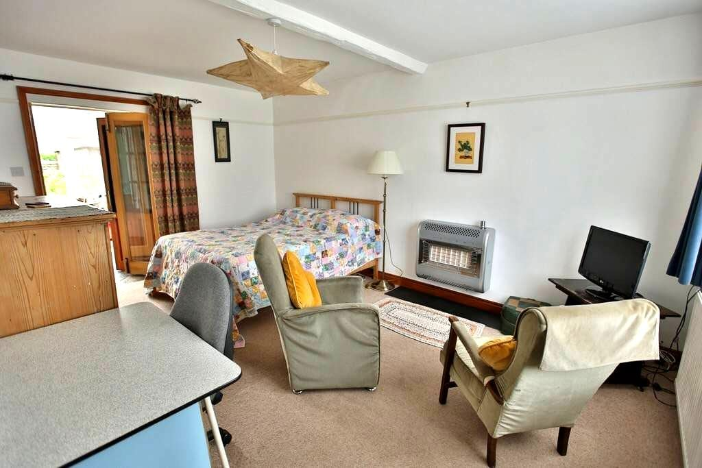 Large double room in seaside house - Wells-next-the-Sea