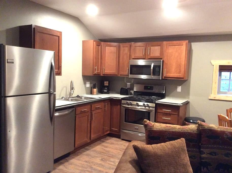 Newly renovated 1 bedroom suite, full kitchen. - Ouray