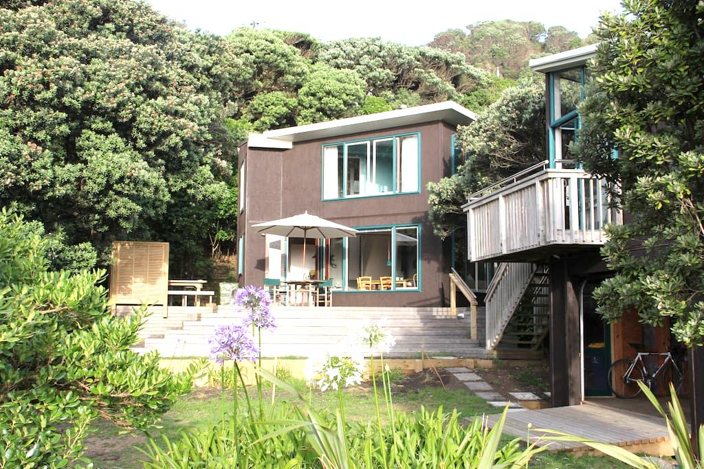 North Piha beach house - Sand, surf & bush - Piha - Casa