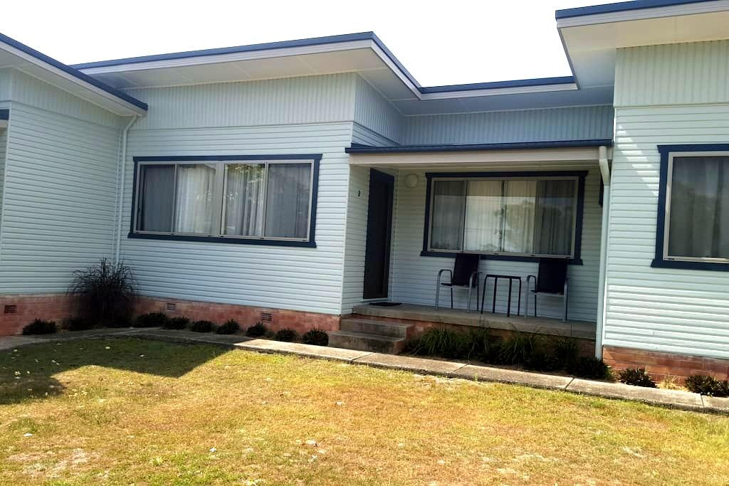 Unit 2 -Clean retro affordable (3 Units available) - South West Rocks - Apartamento