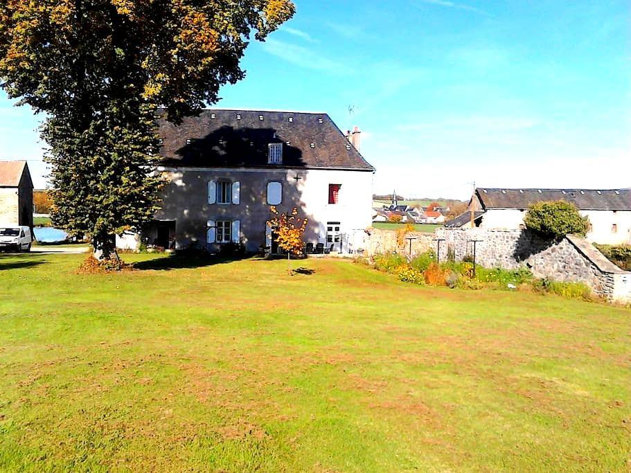 LE CHATEAU DE L'ETANG - Saint-Hilaire-la-Treille - Dům