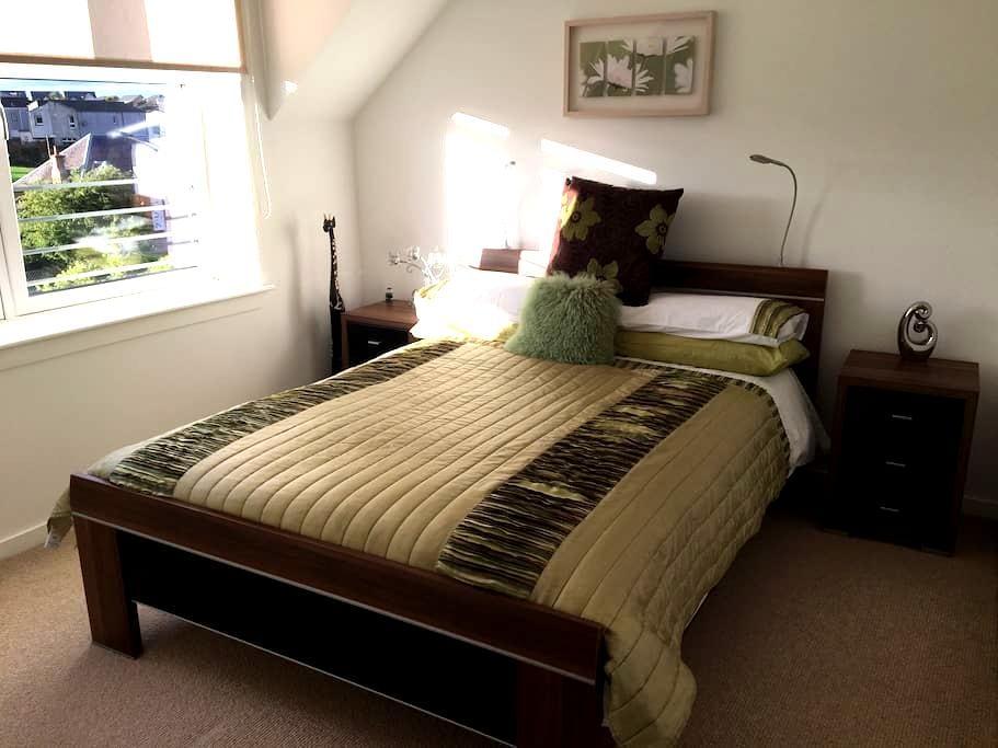 Modern & welcoming 2 bedroom flat - Kirkliston - Lejlighed