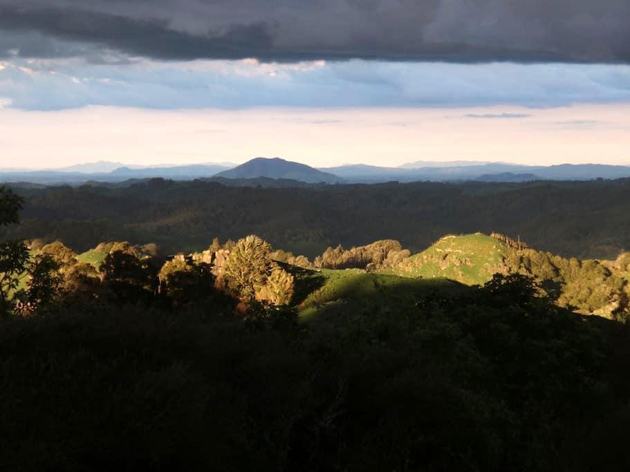 Rock Retreat B&B,stunning views. - Waitomo - Bed & Breakfast
