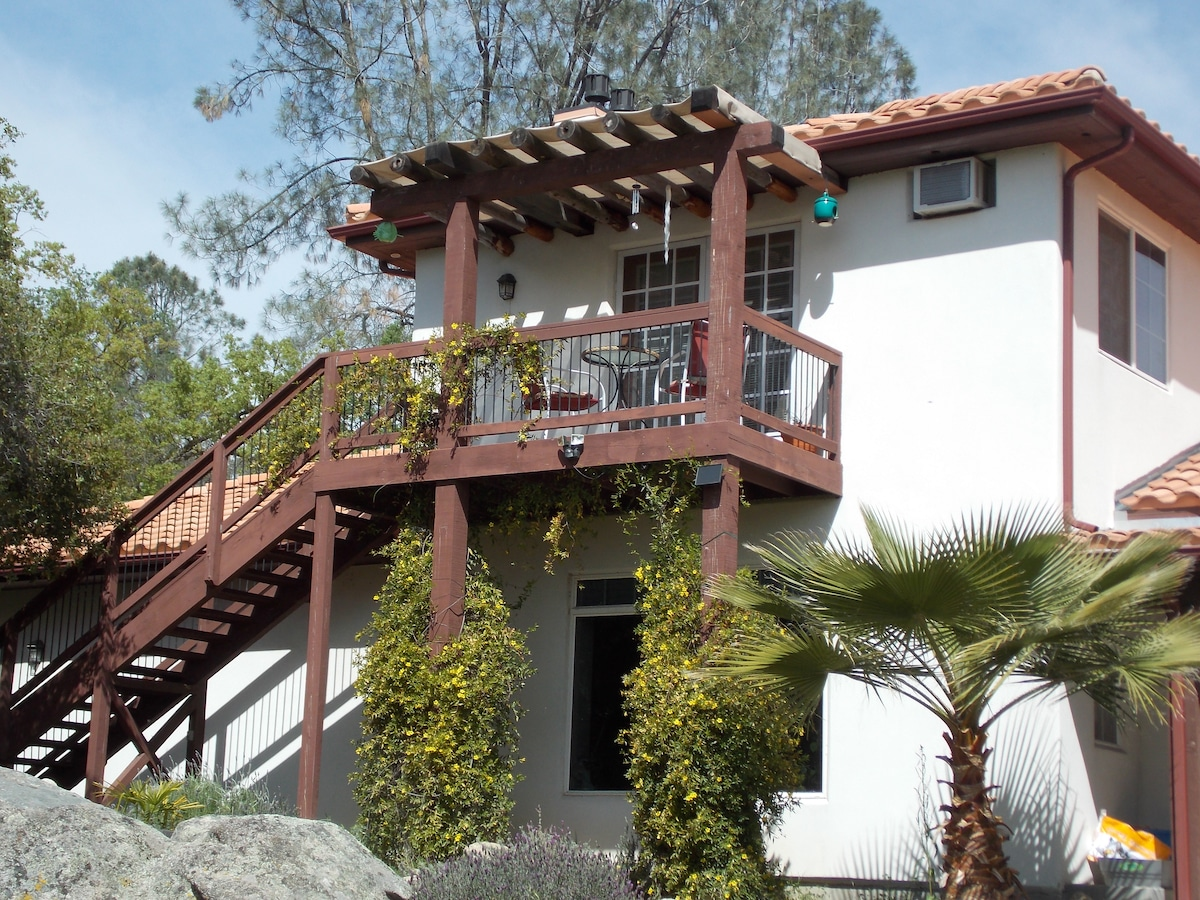 Watch golden eagles soar from your own private, Treetop view balcony. Sunny Studio has full kitchen and very colorful decor for the young at heart guests!