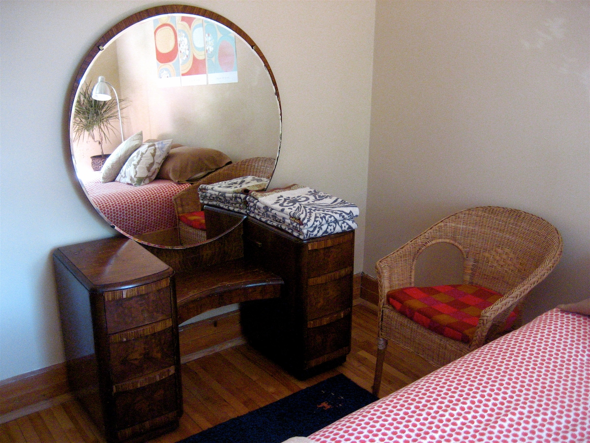 West-facing guest room. You can put some of your things in the vanity drawers if you like.
