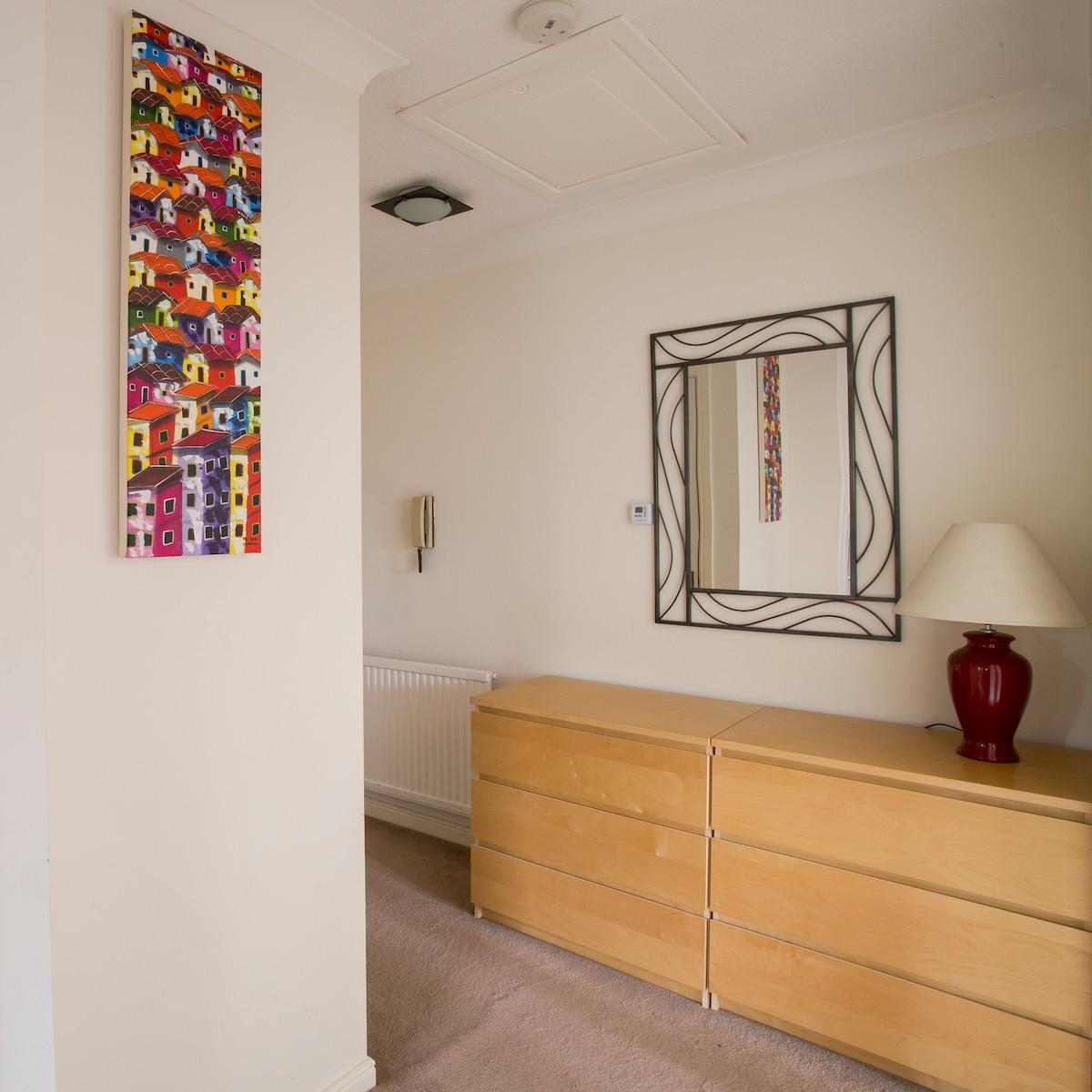 2 Bedroom Riverside Gardens Flat