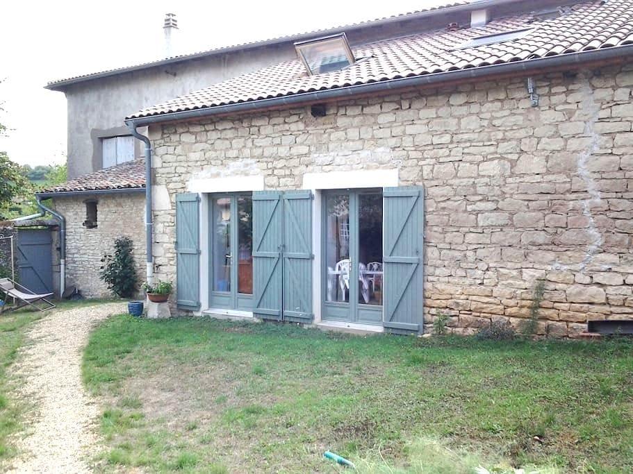 Petite maison champêtre - Pommiers - Huis