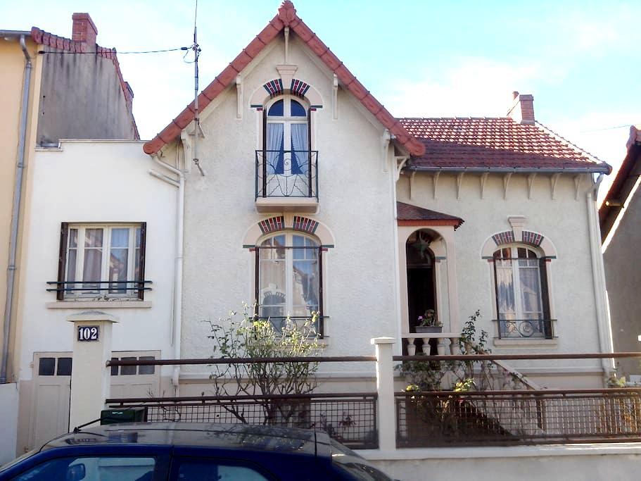 Chambre sympa à Montluçon - Montluçon - Casa