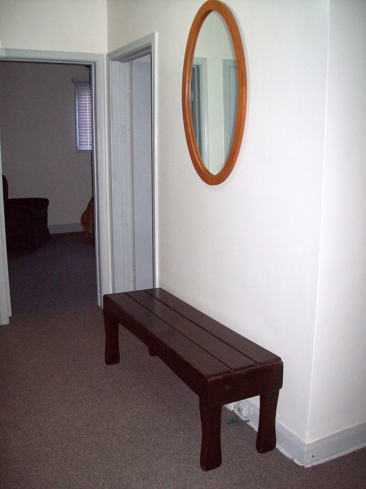 LARGE FOYER   ENTRANCE   AREA   via  FIRE   RATED   DOOR   (PER   City   Code)  -