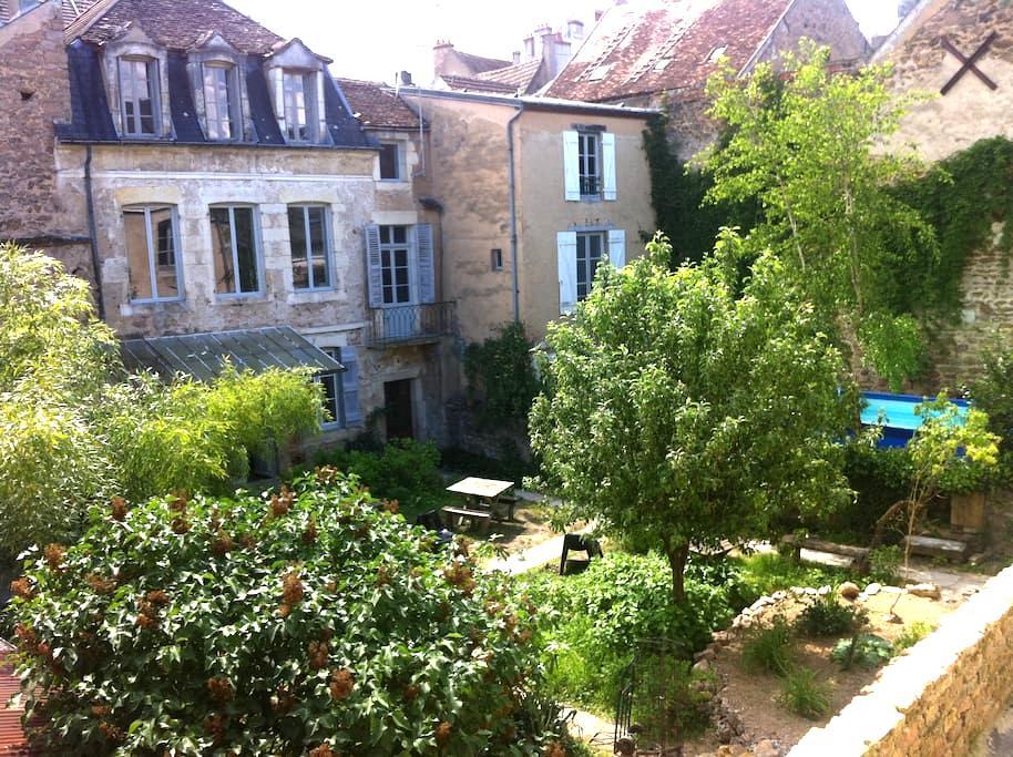 Gîte de la Tour - Avallon - House
