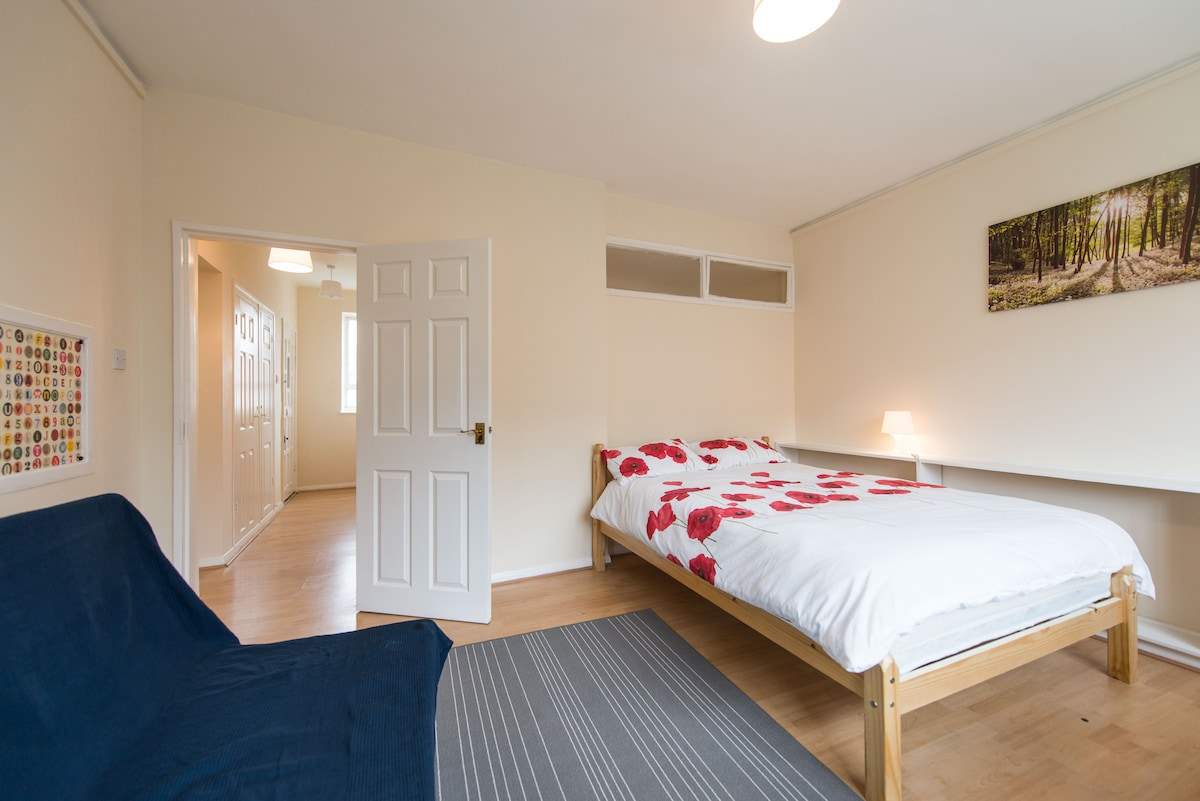 Great 4bed apt 10people in Victoria