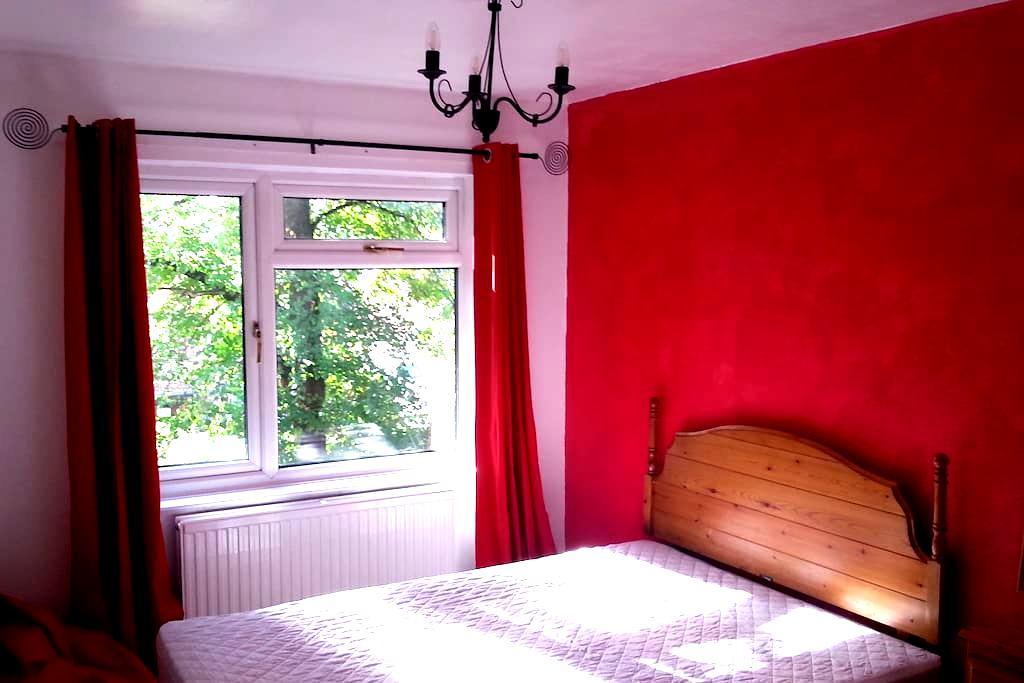 Double room in spacious duplex apartment - Lymm