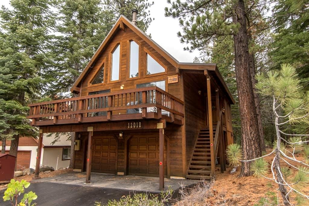 Cozy Cabin Nestled in Tahoe Donner - Truckee - Chalet