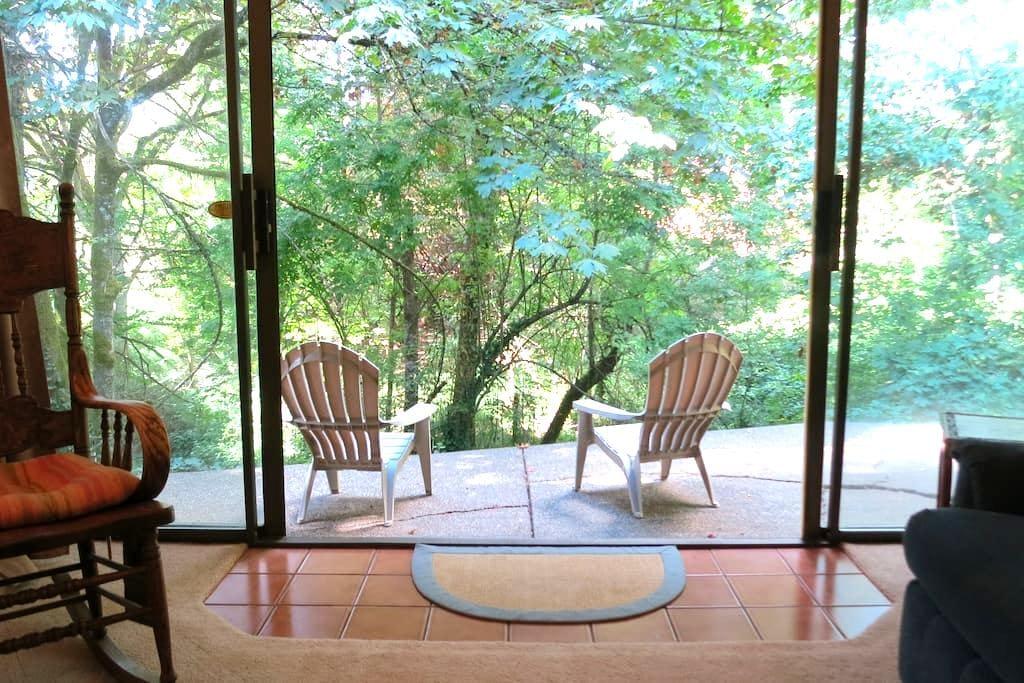 Spacious Private Apt. Nestled in Forest - Newberg - Newberg - Apartment