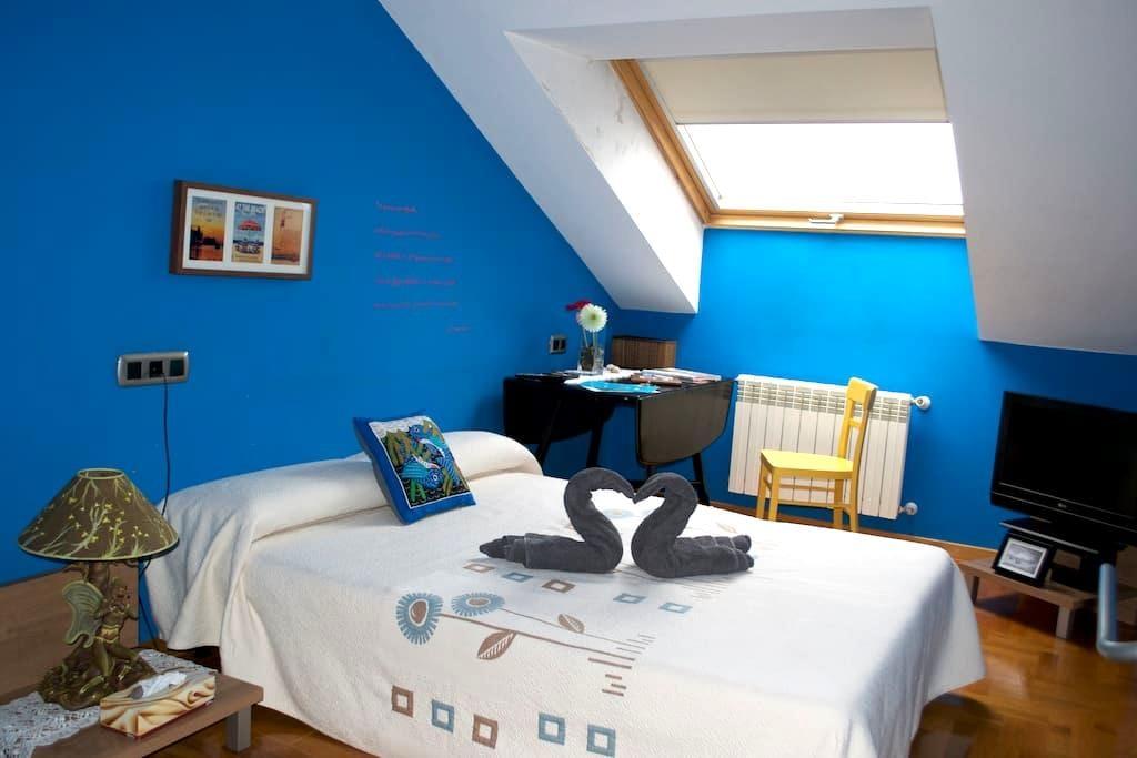 Private room w/ own guest bathroom - Lugones - Lakás
