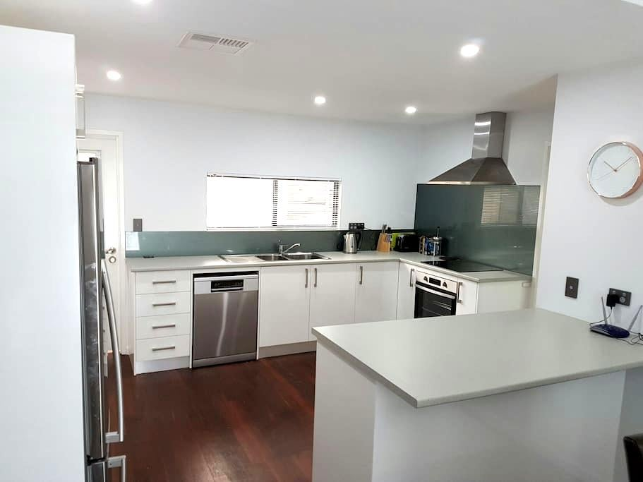 Newly Renovated Beach House - Broadwater - House