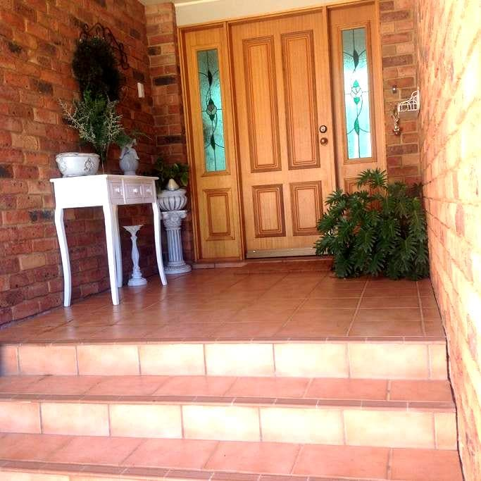 Renshaw  Roomstay - Dubbo - House