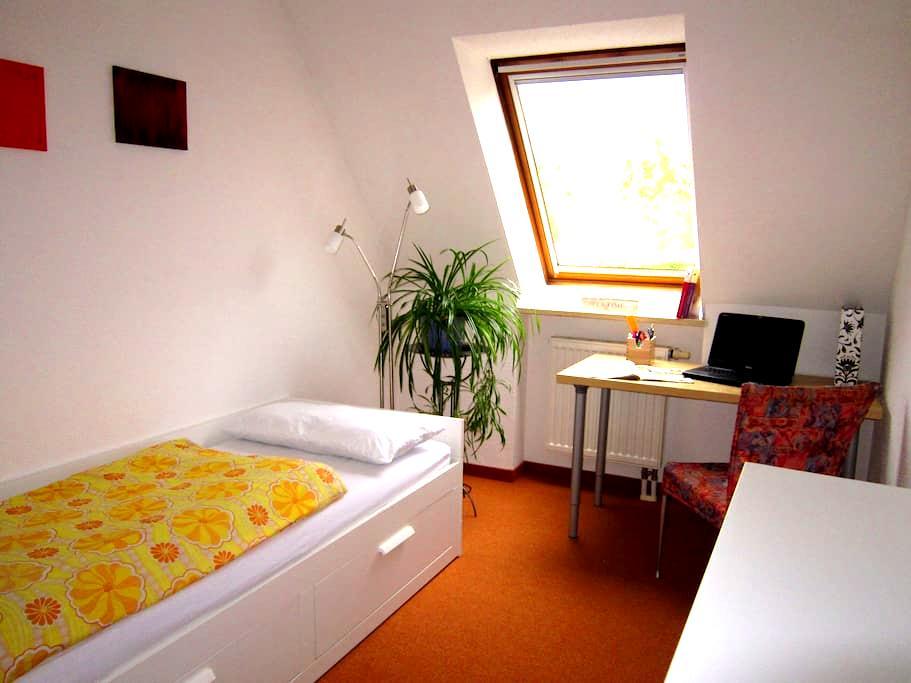 Stadtrand und Behaglichkeit - Augsburg - Bed & Breakfast