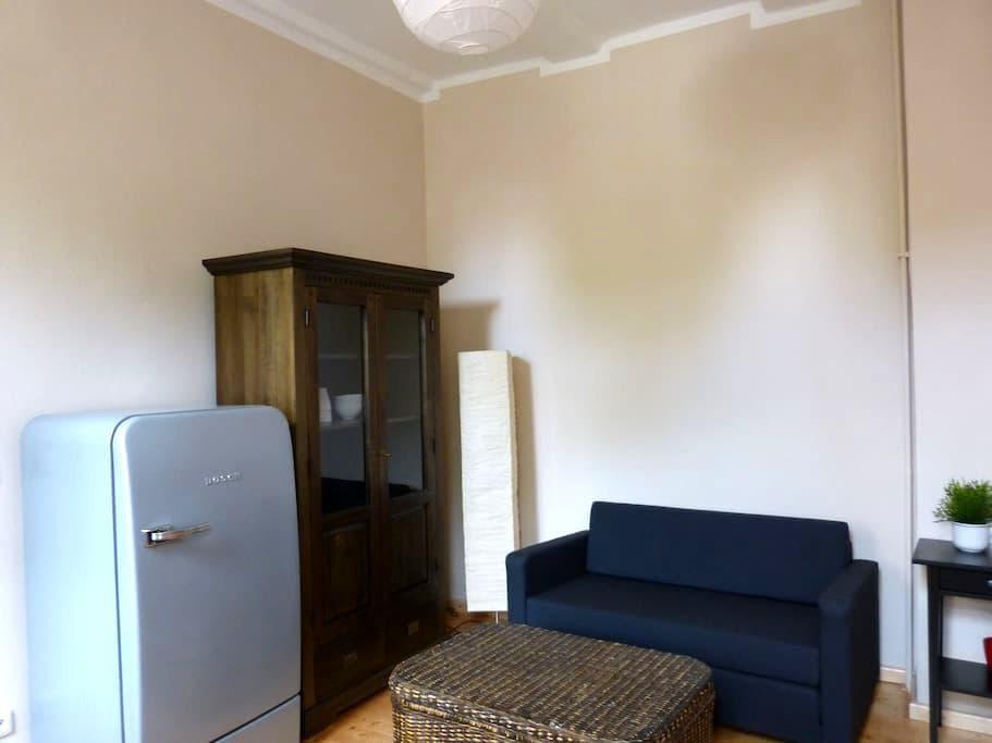 Großes Zimmer mit getrenntem Schlaf-/Essbereich - Bad Nenndorf - Dom