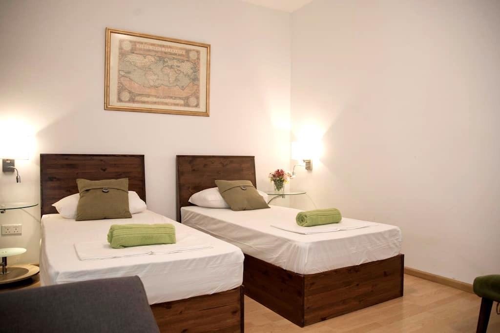 Marco Polo Malta Hostel - Private Deluxe Twin Room - San Ġiljan - Hostel