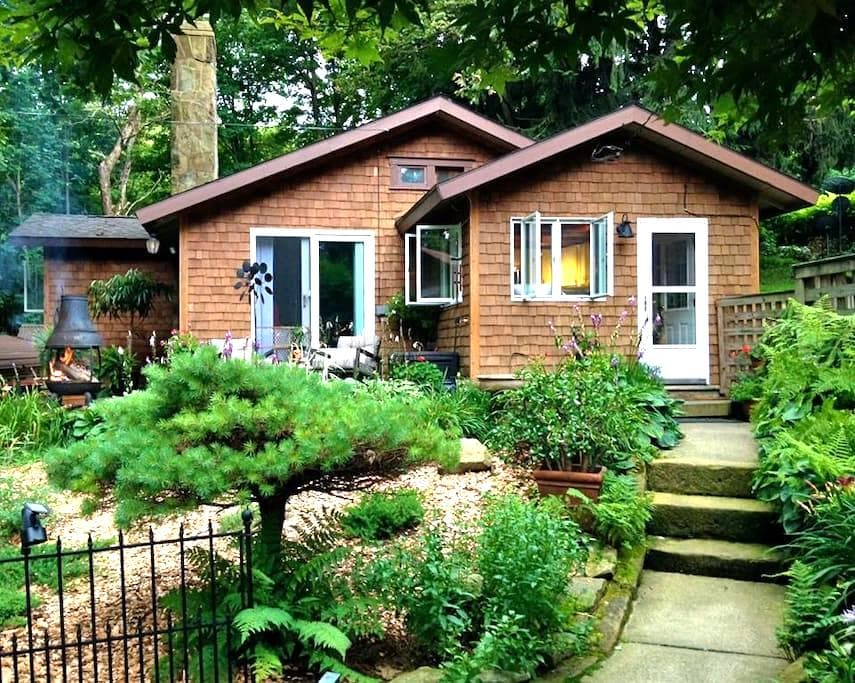 Cozy Mountain Cottage near Ohiopyle State Park - Hopwood - Pension