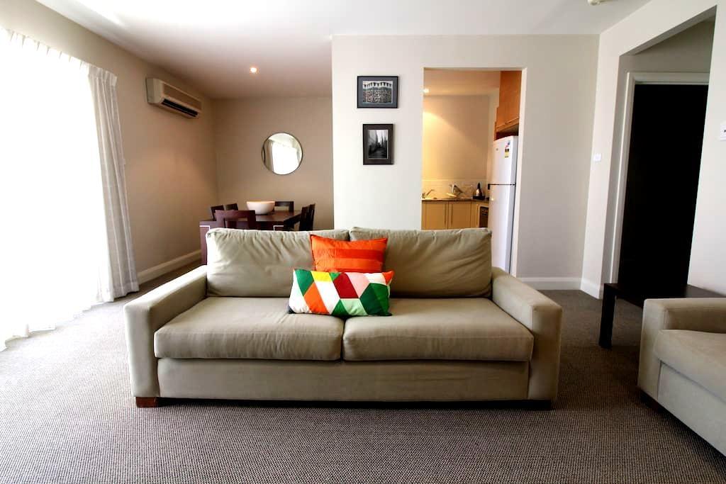 Spacious apartment, ideal location - Forrest - Apartemen