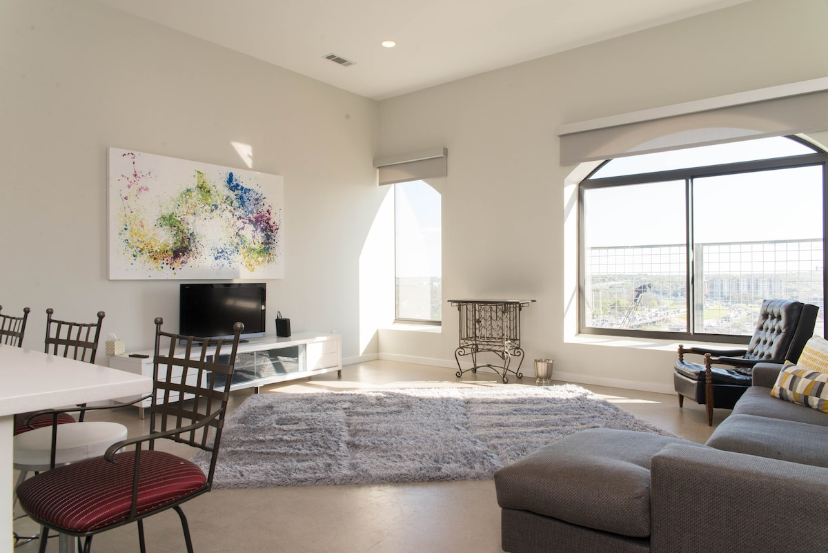Luxury 2bd/slps6 -ONE blk to 6th St