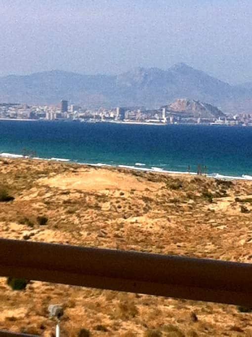 SEAVIEWS & COSY APARTMENT, SWIMMING POOL & GARDEN - Los Arenales del Sol - Lejlighed