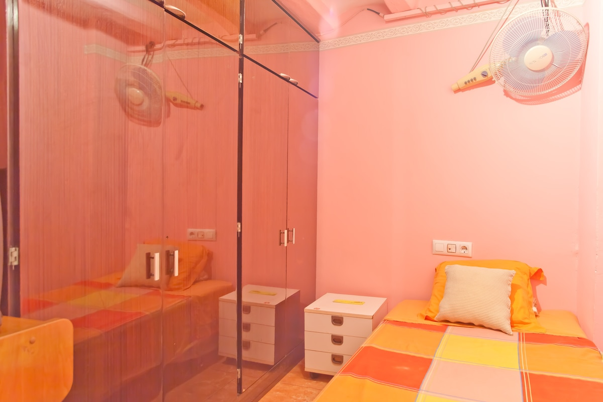 Single room in center of BCN (1)