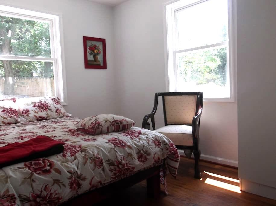 Private room #102 in Suitland - Morningside