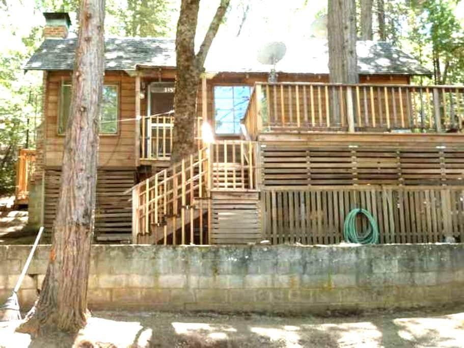 Camp Nelson Treehouse River Cabin - Springville - Cabana