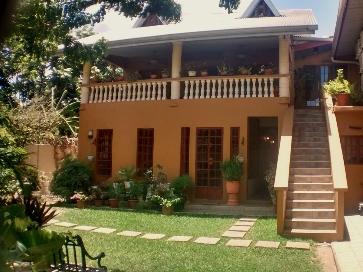 Heaven's Villa (ROOM 2)