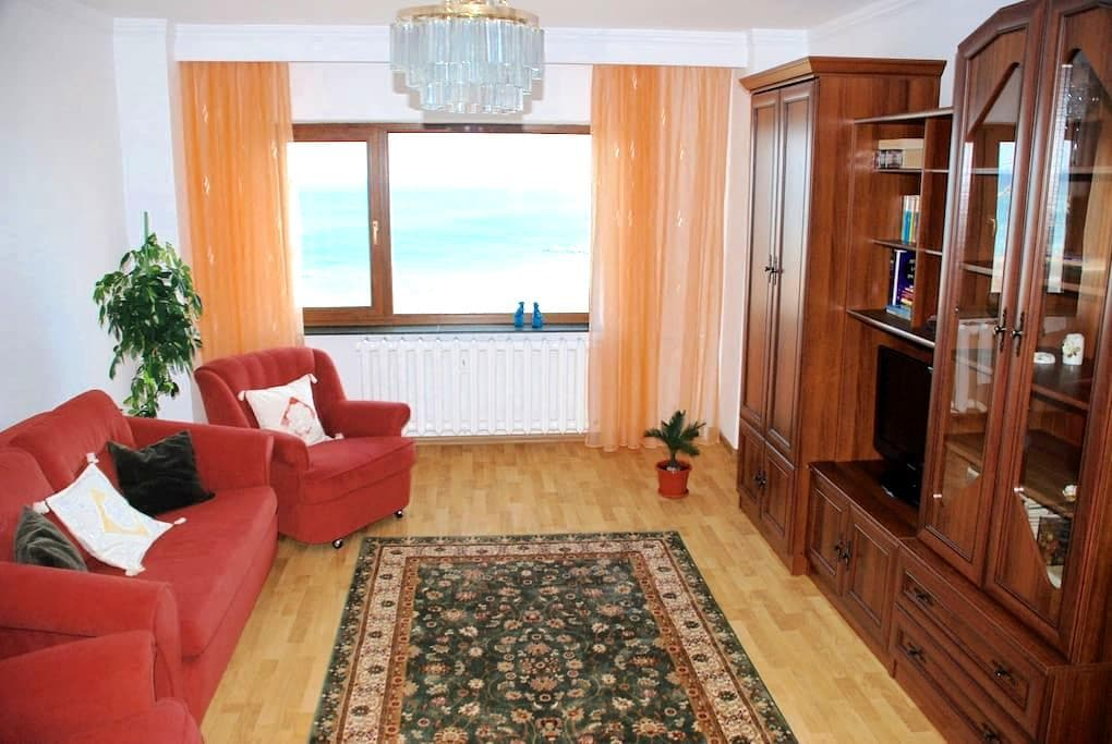 Downtown apartment front-facing the beach - Constanța - 公寓