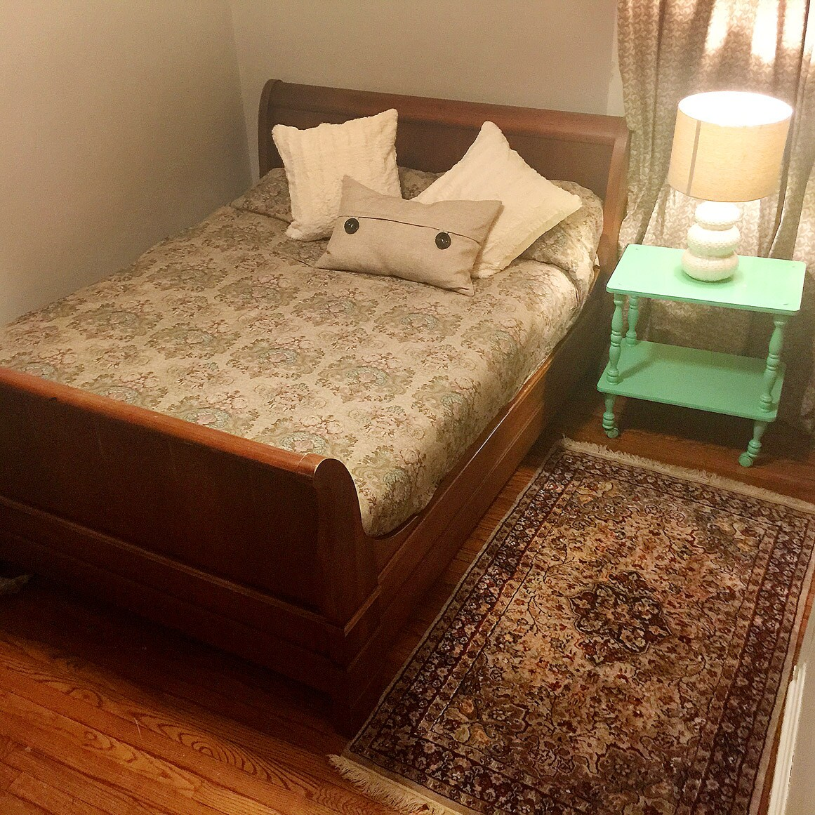 Comfy queen sleigh bed w/desk.