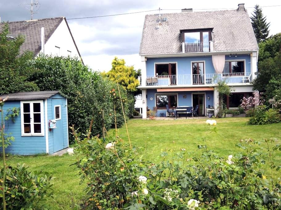 Sonniges Haus mit Kamin und Garten - Koblenz - Casa