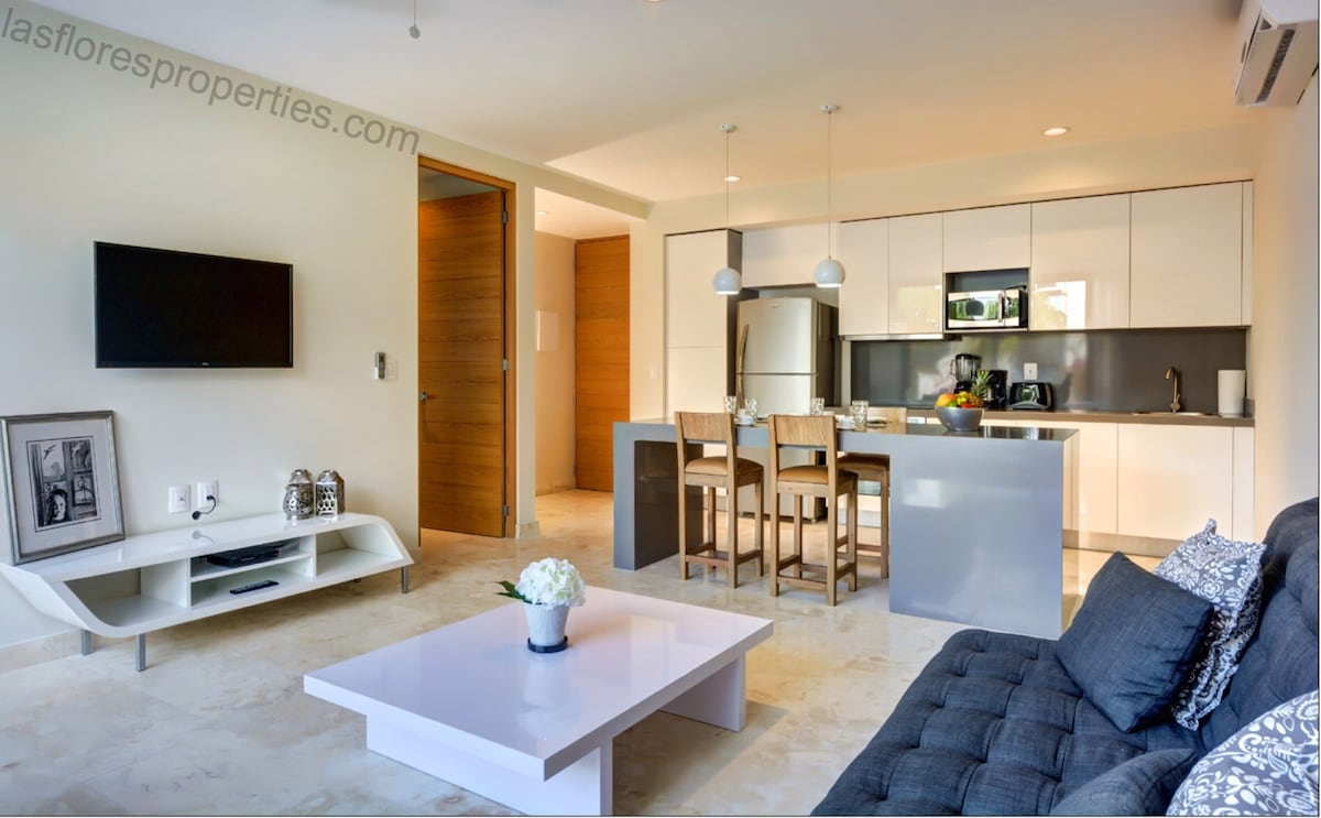Modern 1BD, Amenities + Near Beach