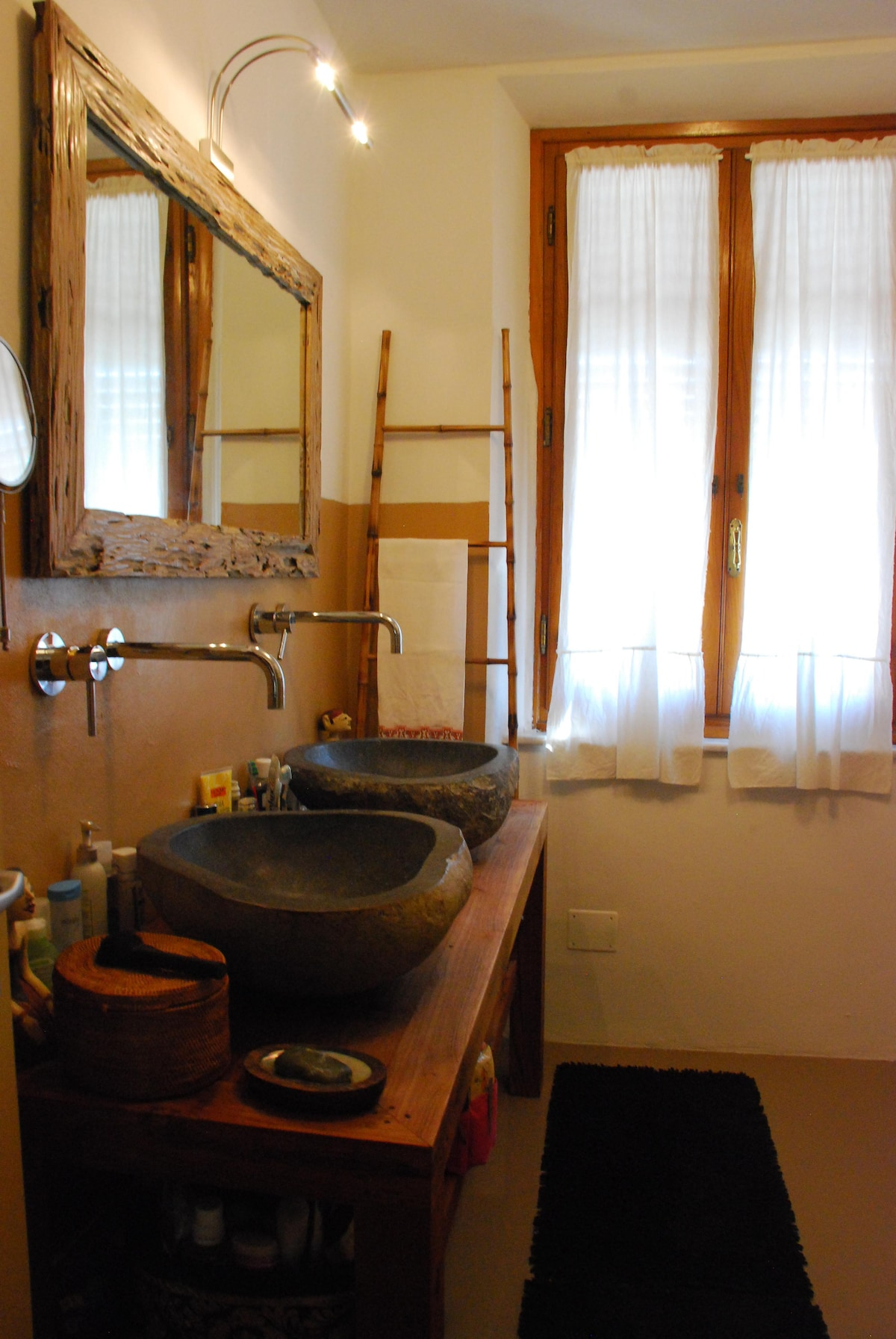 Lovely double room in Lucca