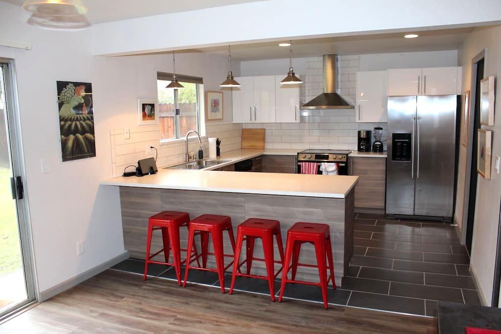 uc davis modern duplex with comforts of home - Davis