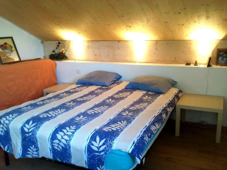 Grande chambre chaleureuse - Saint-Denis-lès-Bourg - Casa