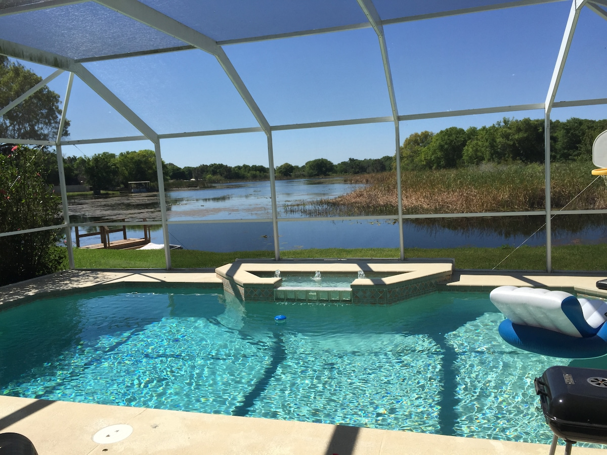 1-2 Rooms/Pool on lake. Gated