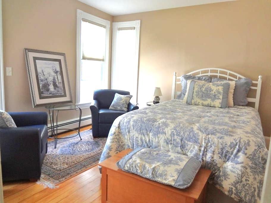 """""""Blue Room"""" near Dartmouth & DHMC - Lebanon - Casa"""