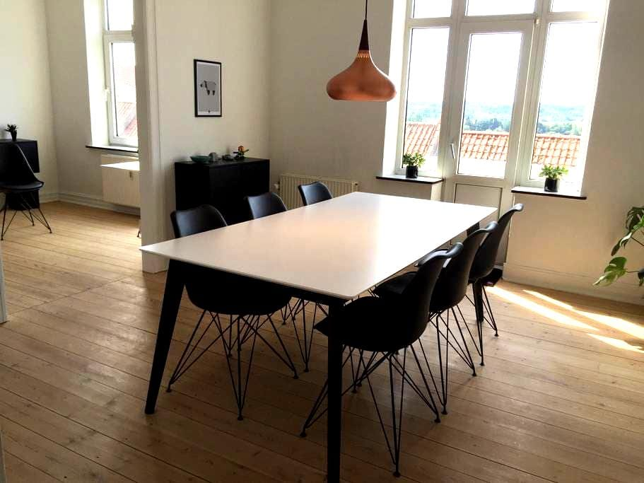 Trendy apartment with free parking. - Randers - Apartamento