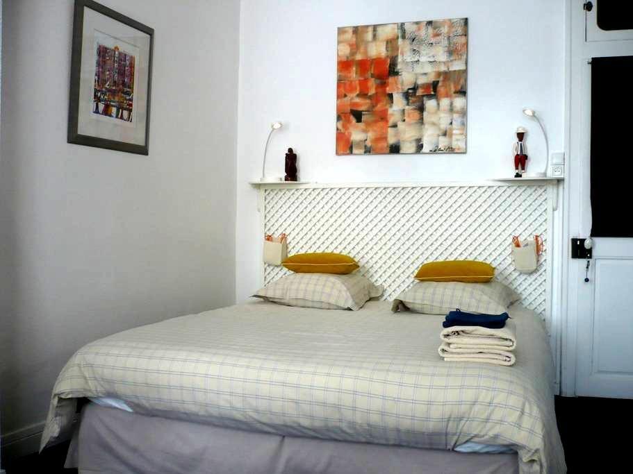 chambre d'hôte de charme - Bergues - Гестхаус