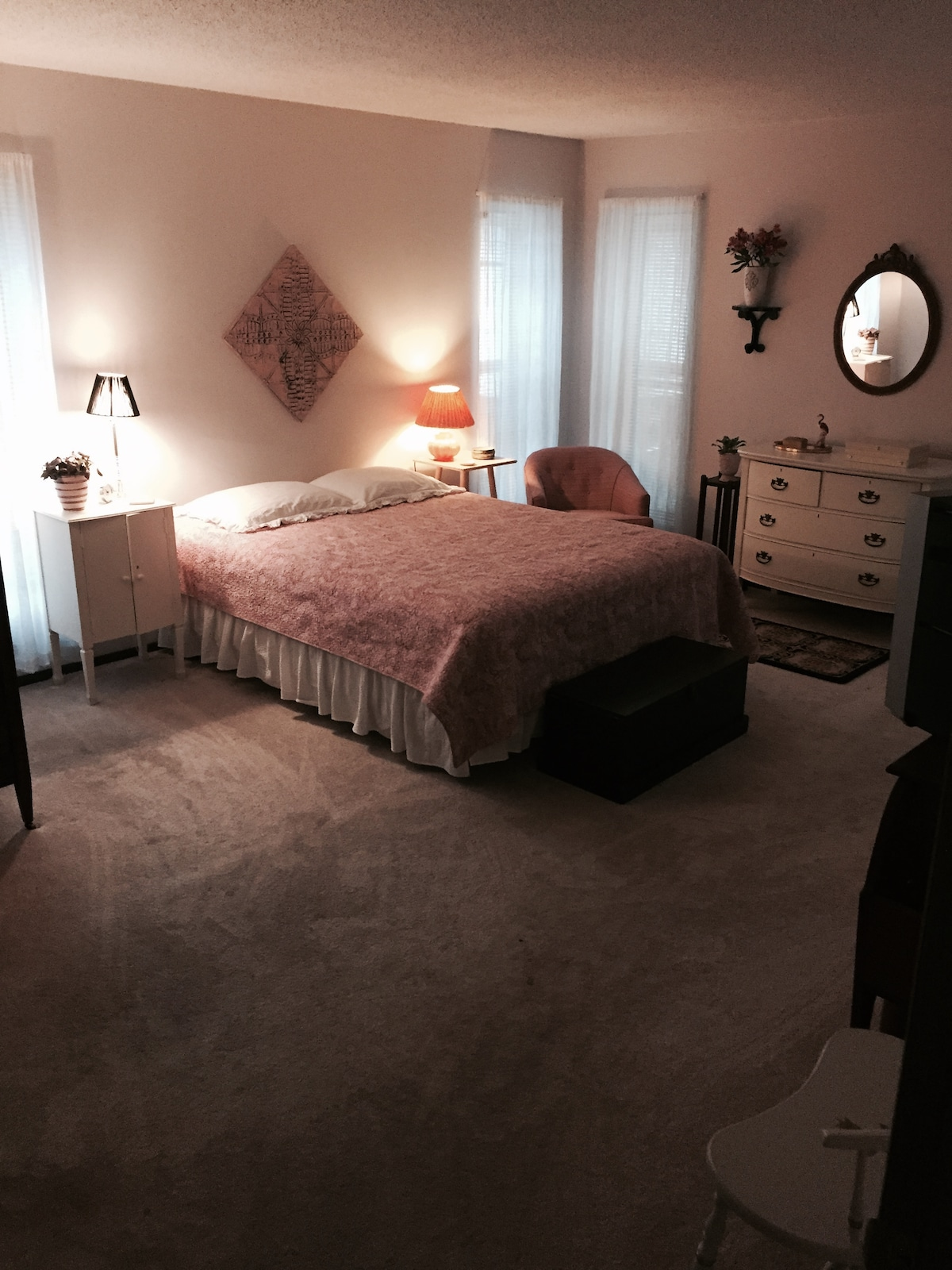 Gorgeous 2 Bedroom/2 Bath Apt.