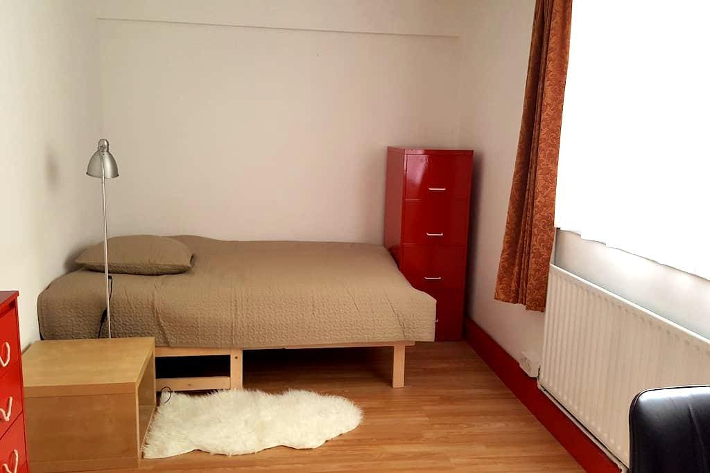 Large double bedroom in Old Street/ Shoreditch - London