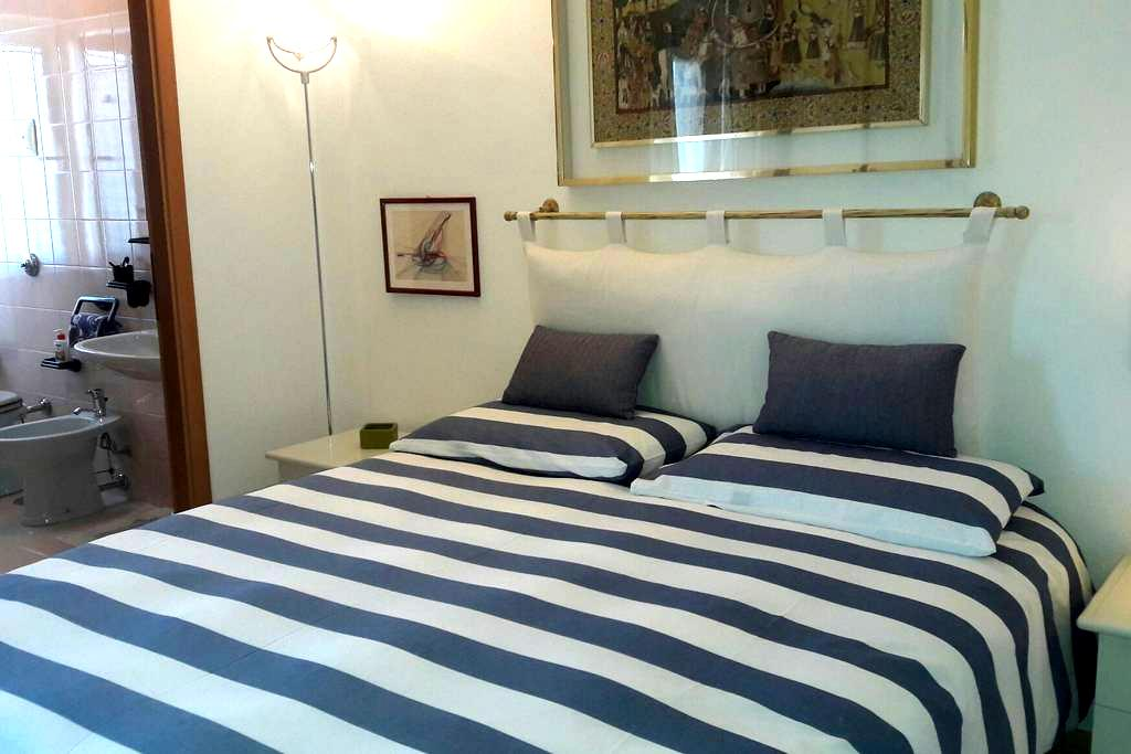 Homey Room, Great Location - Olbia - Appartement